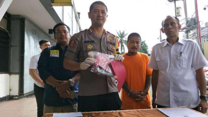 Polisi ungkap barang bukti ayah tiri pembunuh bayi di Depok