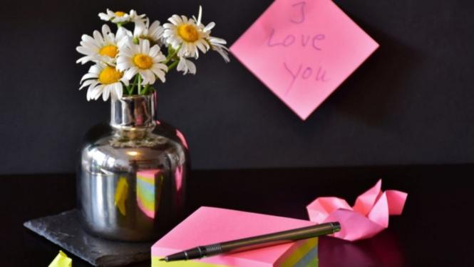 Ilustrasi catatan cinta tulisan tangan