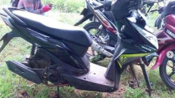 Honda Beat yang raib bagian rodanya karena digondol maling.