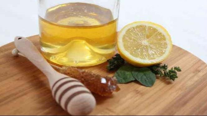 Minuman madu dan lemon.