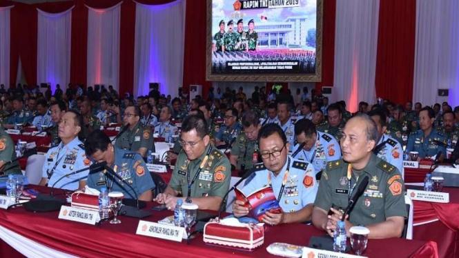 Perwira tinggi TNI mengikuti Rapim TNI 2019