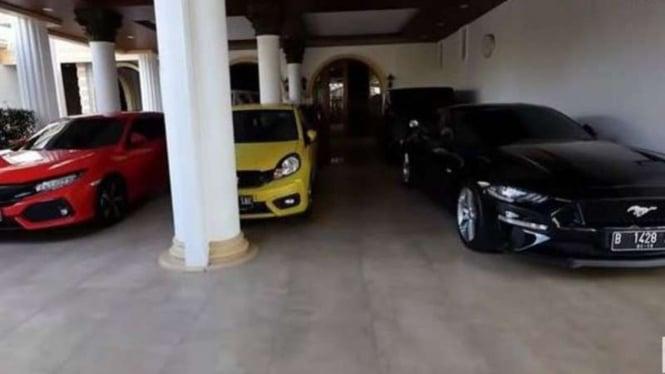 Garasi mobil mewah pelawak Sule.