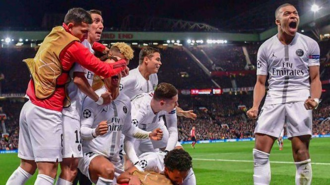 Para pemain Paris Saint-Germain (PSG) merayakan gol