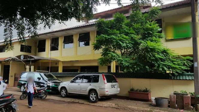 Halaman gedung sebuah sekolah dasar tempat seorang murid diduga dianiaya gurunya di Kota Bekasi, Jawa Barat.