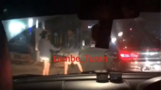 Viral video sepasang kekasih ribut di pinggir jalan, diduga Al Ghazali