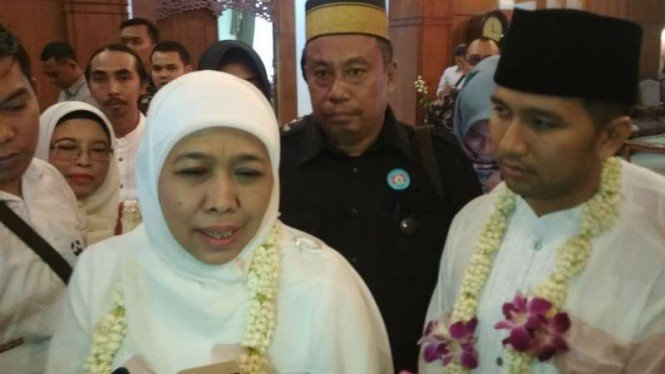 Khofifah Indar Parawansa dan Emil Dardak di Bandara Internasional Juanda Surabaya, Jawa Timur, pada Kamis, 14 Februari 2019.