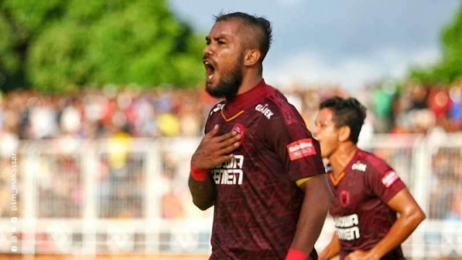 Winger PSM Makassar, Zulham Zamrun, melakukan selebrasi usai mencetak gol