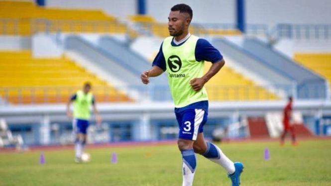 Full-back Persib Bandung, Ardi Idrus
