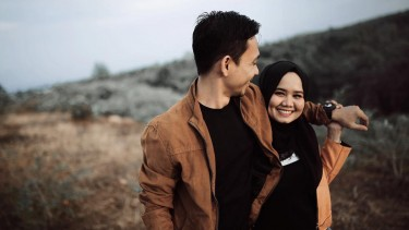 Tertawa bersama pasangan