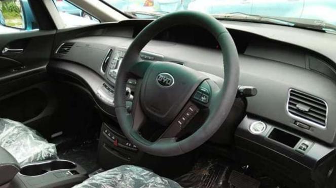 Interior mobil listrik Blue Bird