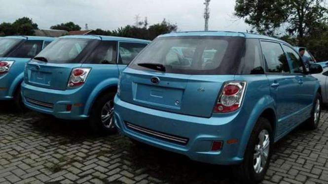 Mobil listrik yang jadi armada taksi Blue Bird