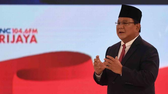 Capres nomor urut 02 Prabowo Subianto menyampaikan pendapatnya saat debat capres 2019 putaran kedua di Hotel Sultan, Jakarta