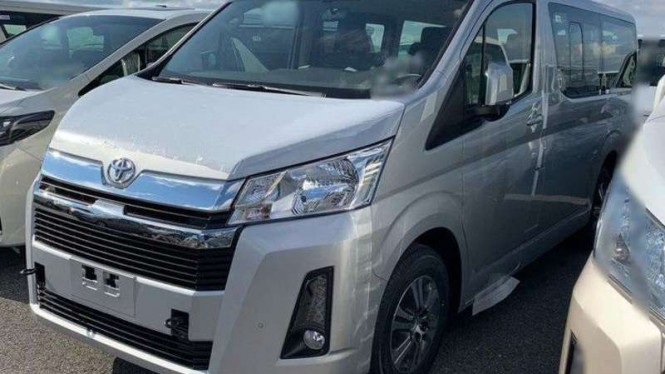 Toyota Hiace terbaru.