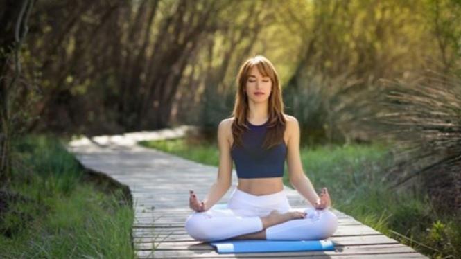Ilustrasi wanita yoga.