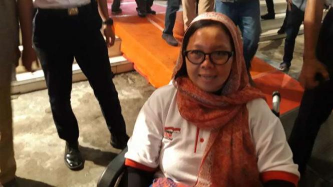 Putri sulung mendiang mantan presiden Abdurrahman Wahid, Alissa Qotrunnada, dalam perbincangan dengan wartawan usai forum Dialog Kebangsaan Seri V di Stasiun Tugu, Yogyakarta, Selasa malam, 19 Februari 2019.