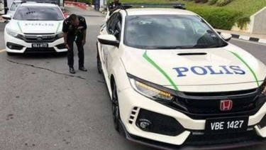 Polisi Malaysia Pakai Mobil Kencang Buat Kendaraan Patroli