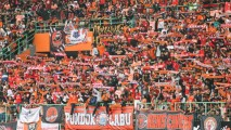 https://thumb.viva.co.id/media/frontend/thumbs3/2019/02/21/5c6e868954c15-jakmania-persija_213_120.jpg