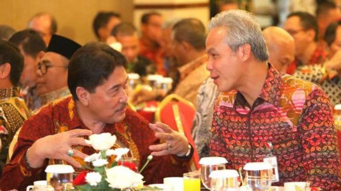 Gubernur Jawa Tengah Ganjar Pranowo bersama Ketua Tim Koordinasi Wilayah dan Supervisi Pencegahan KPK Adlinsyah Malik Nasution di Solo, Jumat, 22 Februari 2019.