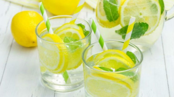 Ilustrasi air lemon dingin.
