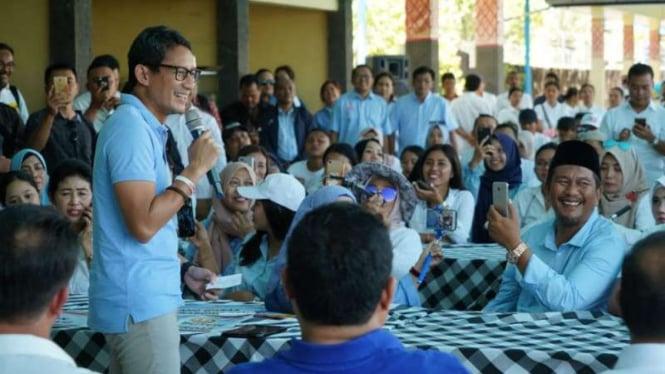 Calon wakil Presiden Sandiaga Salahuddin Uno saat berdialog dengan para pegiat koperasi Srinadi Klungkung di Bali, Sabtu, 23 Februari 2019.
