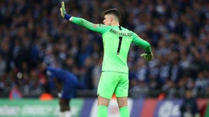 Kiper Chelsea, Kepa Arrizabalaga, ketika menolak diganti.