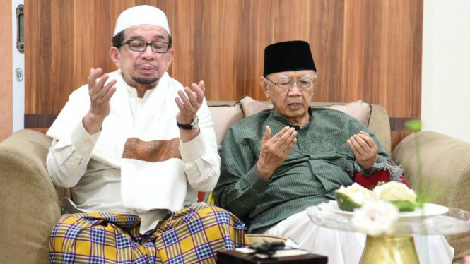 Salim Segaf dan Gus Sholah bertemu di Jombang