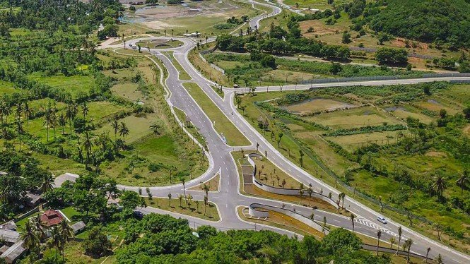 Foto areal ruas jalan gerbang barat Kawasan Ekonomi Khusus (KEK) Mandalika di Desa Kuta, Kecamatan Pujut, Praya, Lombok Tengah, NTB, Minggu, 24 Februari 2019.