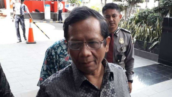 Mantan Ketua Mahkamah Konstitusi Mahfud MD saat ditemui wartawan di kantor KPK, Jakarta, Rabu, 27 Februari 2019.