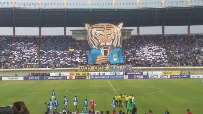 Bobotoh Persib di Stadion Si Jalak Harupat