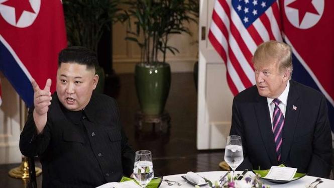 Presiden Korea Utara Kim Jong Un bersama Presiden AS Donald Trump