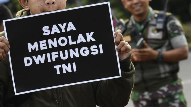 Aksi Kamisan Tolak Dwi Fungsi TNI