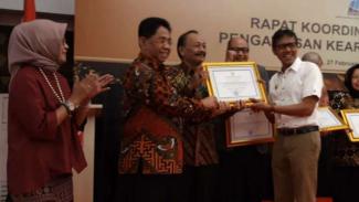 Pemerintah Provinsi Jawa Tengah menerima penghargaan tentang pengawasan kearsipan terbaik nasional dari lembaga Arsip Nasional Republik Indonesia di Padang, Sumatera Barat, Rabu, 27 Februari 2019.