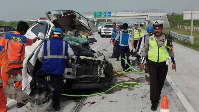 Ilustrasi Kecelakaan hebat melibatkan mobil Toyota Fortuner dengan truk terjadi di Kilometer 604/A Tol Madiun-Nganjuk, Jawa Timur, pada Jumat pagi, 1 Maret 2019.