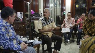 Gubernur Jawa Tengah Ganjar Pranowo menerima Tim Pelaksana Program Pengembangan Pariwisata Terintegrasi dan Berkelanjutan di Semarang pada Jumat, 1 Maret 2019.
