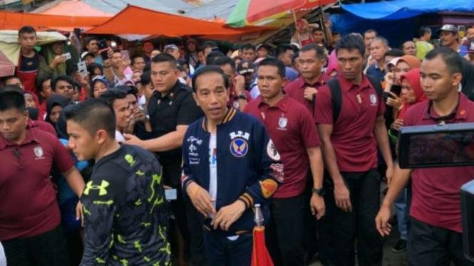 Presiden Jokowi saat kunjungi Pasar Sentral Kendari, Sulawesi Tenggara.