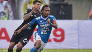 Duel Persib Bandung vs Tira Persikabo.