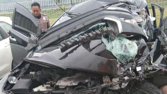 Toyota Innova H 9507 PN yang ditumpangi Bupati Demak, Muh Nasir, rusak parah.