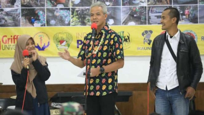 Gubernur Jateng Ganjar Pranowo saat meresmikan bantuan jambanisasi di Wonosobo.