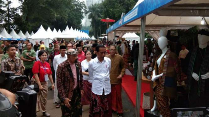 Presiden Joko Widodo di acara Festival Sarung Indonesia.