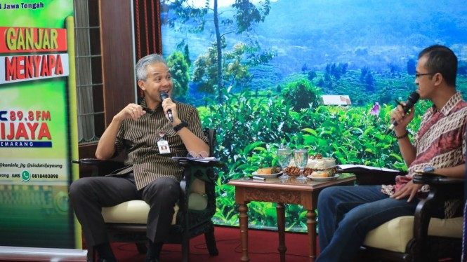 Gubernur Jawa Tengah Ganjar Pranowo dalam forum dialog 'Mas Ganjar Menyapa' di Rumah Dinas Puri Gedeh Semarang, Selasa, 5 Maret 2019.