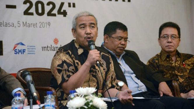 Ketua Umum Dewan Pengurus Pusat Real Estat Indonesia (REI), Soelaeman Soemawinata (kiri)