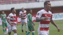 https://thumb.viva.co.id/media/frontend/thumbs3/2019/03/05/5c7e70673147b-madura-united-vs-pss-sleman-piala-presiden-2019_213_120.jpg