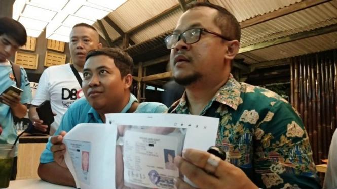 KPU Cirebon menunjukkan dua WNA yang masuk DPT