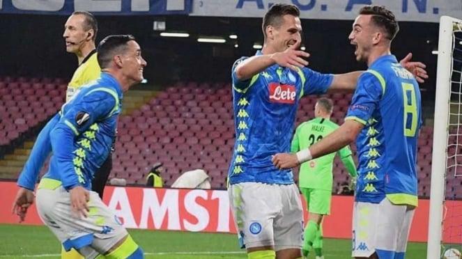 Para pemain Napoli merayakan gol Fabian Ruiz (kanan)
