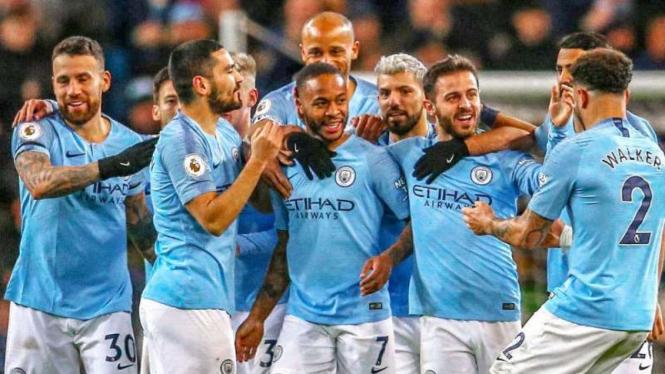 Pemain Manchester City rayakan gol.