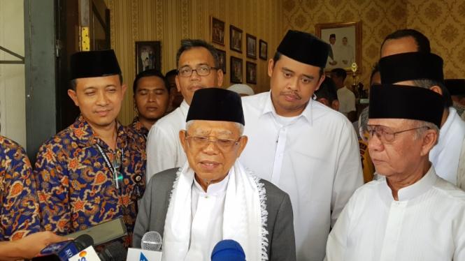 Calon wakil presiden Ma'ruf Amin di sela-sela kegiatannya di Kabupaten Mandailing Natal, Sumatera Utara, Senin, 11 Maret 2019.