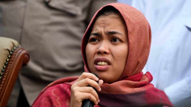 Siti Aisyah memberikan keterangan setibanya di Bandara Halim Perdanakusuma, Jakarta, Senin, 11 Maret 2019.