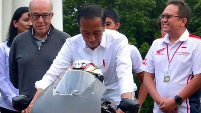 Presiden Jokowi menjajal Honda RC213V-S