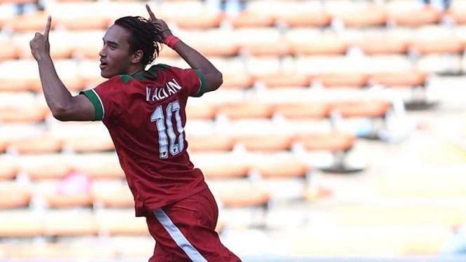 Ezra Walian saat memperkuat Timnas Indonesia U-22