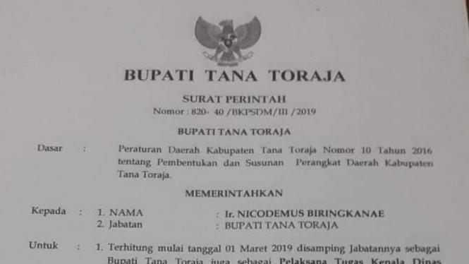 Surat resmi Bupati Tana Toraja, Nicodemus Biringkanae, yang berisi pengangkatan dirinya sebagai Pelaksana Tugas Kepala Dinas Kesehatan.